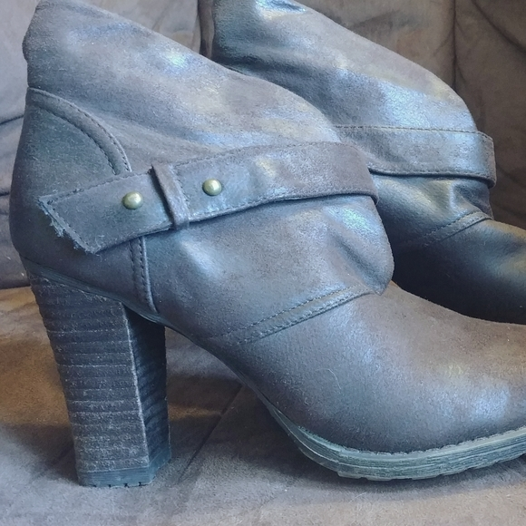Crown Vintage Ankle Boots Faux Suede